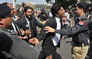 Lawyers and police clash in Lahore - photo by Rahat Dar