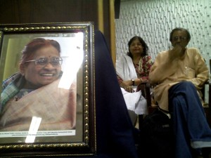 Zaheda Hina and Jatin Desai at a seminar to honour Nirmala Didi in Karachi. Photo: beena sarwar
