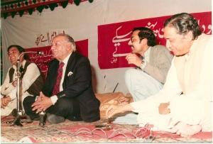 1983 mushaira at PMA House: Dr Badar Siddiqi, Faiz, Dr Tipu Sultan & Dr M. Sarwar (then General Secretary PMA)