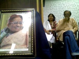 Zaheda Hina with Indian journalist Jatin Desai, at a peace seminar in Karachi held to honour Nirmala Deshpande. Photo: Beena Sarwar