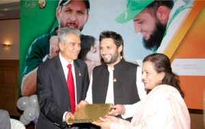 Shehnaz Wazir Ali (right) with cricket hero Shahid Afridi and Aziz Memon of Rotary Pakistan