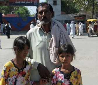 Ashiq Masih w daughters-Aasia Bibi