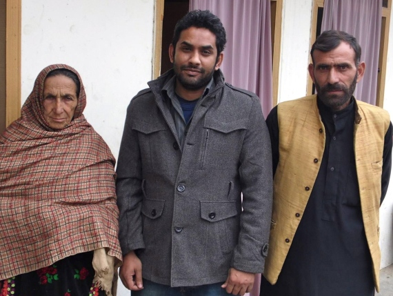 Shafqat's mother and brother in AJK with JPP investigator Yasir Shahbaz (centre). She must be in her 50s; looks about 90.