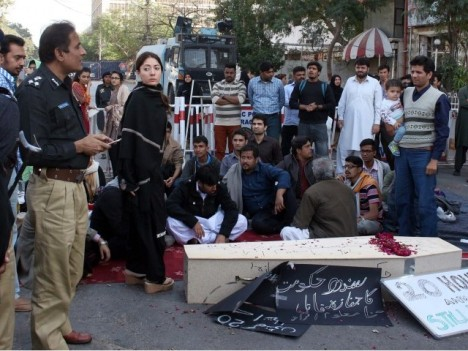 DIG Khalique Shaikh and PPP leader Sharmila Farooqi negotiating with protesters outside CM House, Karachi. PPI photo